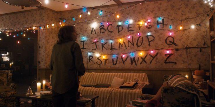 Christmas Lights Stranger Things.Stranger Things The 10 Worst Decisions Hopper Ever Made