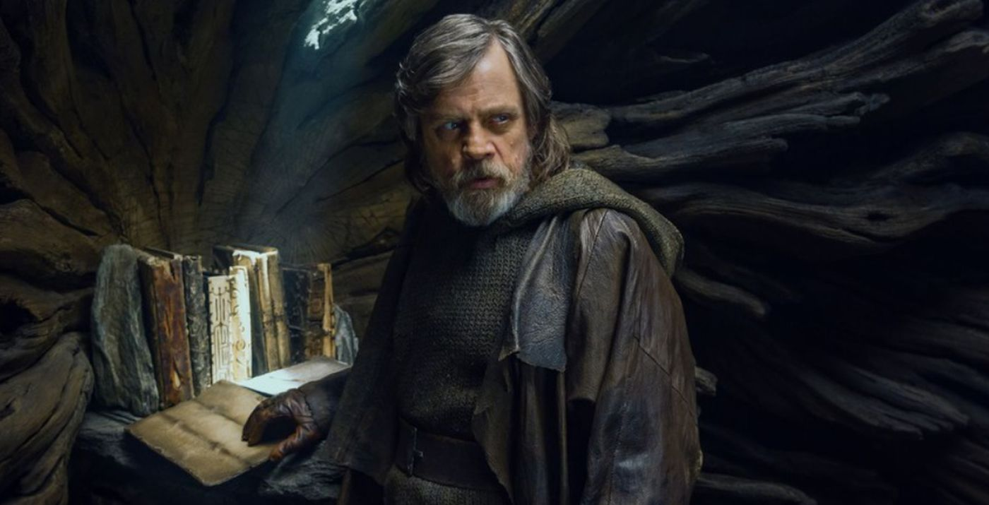 Luke-Skywalker-The-Last-Jedi-Ahch-To-Books.jpg