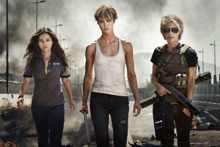 Le retour de Terminator par Tim Miller (Deadpool) parrainé par Cameron! - Page 2 Natalia-Reyes-Mackenzie-Davis-and-Linda-Hamilton-in-Terminator-6