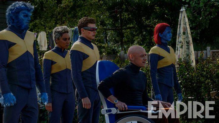 "Xmen : ""Dark Phoenix"" de Simon Kinberg - Page 6 Nicholas-Hoult-Alexandra-Shipp-Tye-Sheridan-James-McAvoy-and-Jennifer-Lawrence-in-X-Men-Dark-Phoenix"