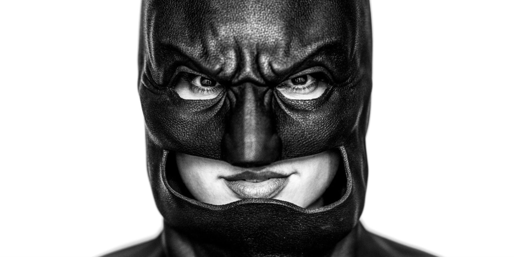 Gal Gadot Posts Photo Of Her In Affleck's Batman Cowl For ...