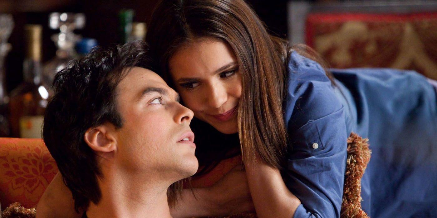 doet Elena dating Damon in de show