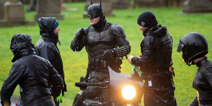 Batman: como o traje de Robert Pattinson se compara ao Cavaleiro das Trevas 3
